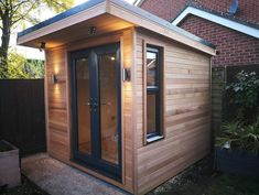 Garden room french Garden room french Small garden room with french doors in anthracite grey. Garden Office Shed, Backyard Office, Backyard Sheds, Small Garden Office, Small Office, Small City Garden, Small Trees For Garden, Garden Trees, Small Gardens
