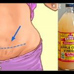 Apple Cider Vinegar for detox and weight loss. Brock shares 5 reasons to start your day with Tbsp of apple cider vinegar. Apple cider vinegar helps remove l Apple Cider Vinegar Health, Apple Vinegar, Detox Drinks, Healthy Drinks, Healthy Recipes, Health Tips, Health And Wellness, Health Benefits, Vinegar And Honey