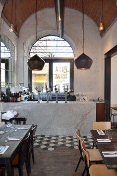 Concept architettonico per il nuovo locale di Berberè in Borgo San Frediano a Firenze. Il progetto riguarda il layout funzionale, il disegno degli arredi fissi, la sostituzione delle pavimentazioni e dei rivestimenti. Dopo l'inserimento del nuovo gran...