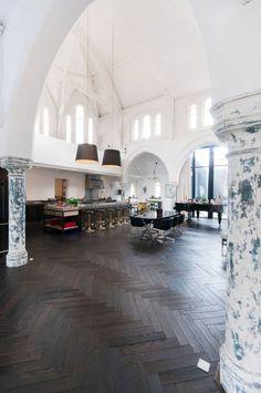 In deze woonkerk in Londen komt design samen met klassieke elementen - Roomed   roomed.nl