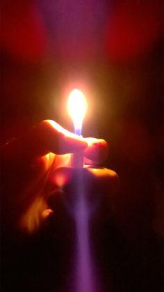 isqueiro mao reflexo luz : foto: KP