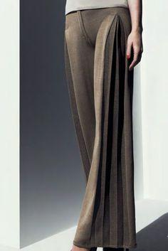 pantalon avec des plis