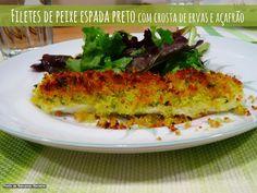 Filetes de peixe espada preto com crosta de ervas e açafrão