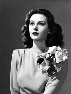 Vintage Hairstyles Retro Come Live with Me, Hedy Lamarr, 1941 Photo - Old Hollywood Glamour, Golden Age Of Hollywood, Vintage Glamour, Vintage Hollywood, Vintage Beauty, Classic Hollywood, Vintage Wife, Hollywood Hair, Fashion Vintage