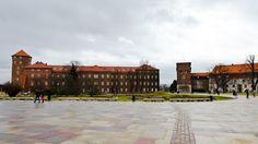 Smok Wawelski - Google MapsDragão de Wawel Smok Wawelski Castelo Real de Wawel. Zamek Królewski na Wawelu. Wawel Royal Castle. www.wawel.krakow.pl