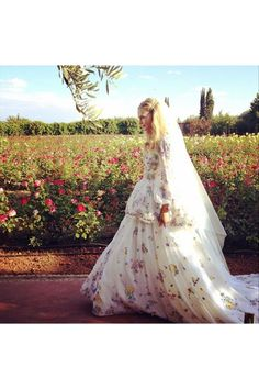 Second Wedding ceremony for Poppy Delevingne this time in Morocco. I love the gorgeous Emilio Pucci dress covered with pastel coloured flower embellishments that Poppy Delevingne wore for her Marrakech wedding last weekend. Bridal Musings, Celebrity Wedding Dresses, Celebrity Weddings, Poppy Delevingne Wedding, Fashion Star, Net Fashion, Travel Fashion, Bridal Gowns, Wedding Gowns
