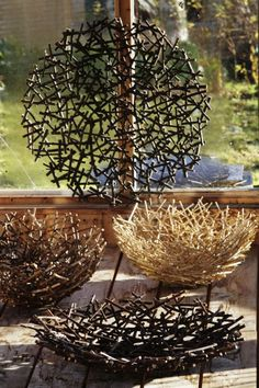 Easy DIY decorations for home and garden projects from twigs DIY Regal upcycling Ideen aus leeren Marmeladegläsern Restorers Architectural Tyrone Uret Diy Home Crafts, Wood Crafts, Diy Home Decor, Twig Crafts, Decoration Branches, Garden Projects, Craft Projects, Wood Projects, Garden Art