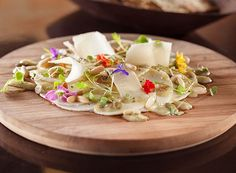 Carpaccio de pupunha com vinagrete de cambuci e flores (Foto: Divulgação)