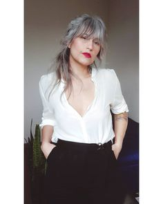 Grey Hair Inspiration, Gray Hair Growing Out, Going Gray, 50 Shades Of Grey, Grow Out, Aging Gracefully, Silver Hair, White Hair, Pretty Hairstyles