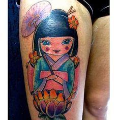 Kokeshi - #tattoos #tattoo #tattooed #tattooartist #Kokeshi #tattookokeshi #tatuagens #tatuagemsp #tatuagemfeminina #tatuagembrasil #oriental #color #colorida #tattoocolorida #tattoocolor #birojuicetattoo #birojuiceink #tattoonobiroo