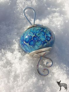 Handmade glass beads by Jeweleeches Vivian Hebing! If you want to see more of my artwork ( lampwork, silver & leather ) you can find me on Facebook, Etsy and Youtube too! Also for tutorial video's! https://www.youtube.com/channel/UCaFFog0cL9EV5ITUjTO_0hw