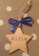 PERSONALISED STAR GIFT NEW BABY XMAS TREE DECORATION 7CM ANY NAME NATURAL WOOD