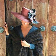 Que el frio te convierta en la #invitadaperfecta gracias a @nanagolmar ❤️❤️❤️ #invitada #invitadas #invitadasconestilo #invitadaboda #invitadasbodas #lookboda #lookinvitada #invitadasespeciales #invitadasdeboda #invitadaconestilo #boda #bodas #wedding #weddingguest #guest #style #fashion #moda #tocado #tocados #pamela #pamelas #madrina #madrinas #invitadaperfecta #invitadasperfectas