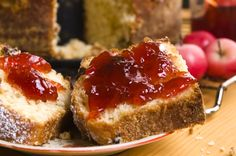 La lavorazione assolutamente artigianale della frutta senza alcuna aggiunta di additivi, conferisce ad ogni barattolo delle nostre marmellate un sapore unico ed indistinguibile