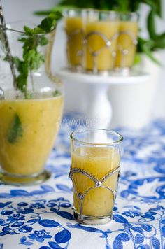 Limonadă cu pepene galben Cantaloupe, Alcoholic Drinks, Wine, Bar, Fruit, Glass, Food, Liquor Drinks, Alcoholic Beverages