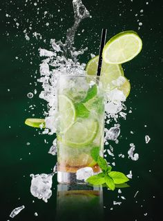 fresh mojito drink with liquid splash and crushed ice in freeze motion, close-up. Cocktail Photography, Glass Photography, Fruit Photography, Still Photography, Wine Drinks, Alcoholic Drinks, Mojito Drink, Restaurant Menu Design, Wine Art