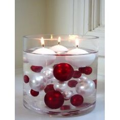 Submerged Ornaments with Floating Candles. / recipiente com bolas de natal e velas flutuantes Noel Christmas, Winter Christmas, Christmas Candles, Homemade Christmas, Christmas Ornaments, Frugal Christmas, Christmas Candle Holders, Christmas Colors, Elegant Christmas