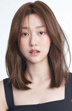 Korean Medium Hair, Medium Short Hair, Medium Hair Cuts, Asian Hair Medium Length, Haircuts Straight Hair, Short Straight Hair, Long Layered Hair, Medium Length Straight Hairstyles, Haircut For Medium Length Hair