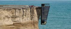 A five storey modular home clings to the side of a cliff in this conceptual design by Modscape. Entitled the Cliff House, the modular design is a theoretical… Portland, Fran Silvestre, Cliff Edge, Face Home, Cliff House, Living On The Edge, Building Companies, House Inside, First Time Home Buyers