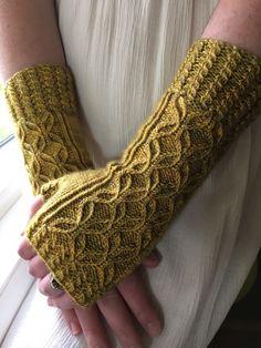 Ravelry: Vintage Gloves by jwishart .- Ravelry: Vintage-Handschuhe von jwishart Ravelry: Vintage Gloves by jwishart - Fingerless Gloves Knitted, Knit Mittens, Knitting Socks, Knitting Needles, Vogue Knitting, Loom Knitting, Knit Sweaters, Knitting Machine, Knitting Patterns Free