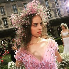Gorgeous details from the beautiful show, the label's first outing in Paris. Nyc Parade, Romantic Outfit, Fashion Line, Fashion Photo, Couture Details, Dream Wedding Dresses, Bridal Hair, Bridal Headpieces, Flowers In Hair