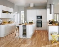 Gloss White Integrated Handle Kitchen Range | Kitchen Families | Howdens Joinery