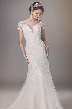 Wedding Girl, Wedding Gowns, Royal Dresses, Wedding Photos, Wedding Ideas, Wedding Planning, Shirt Dress, Formal, Jewelry Accessories