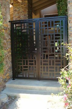 This dual entry gate is a beautiful design with lovely flow. Here is a fabulous custom double entry gate with FACTORY-DIRECT PRICING. Front Gate Design, Door Gate Design, House Gate Design, Metal Garden Gates, Metal Gates, Front Gates, Entrance Gates, Porch Gate, Metal Screen Doors