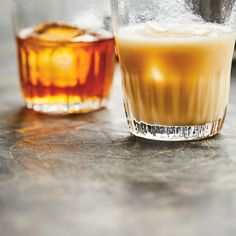 This recipe for DIY Tia Maria is great on ice, in a cup of coffee or in a cocktail like a White Russian. White Russian, Vodka, Caramel, Valeur Nutritive, Liqueur, Dark Roast, Beverages, Drinks, Slushies