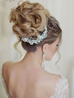 Wedding Hair With Flowers & jewels : 30 Most Romantic Bridal Updos & Wedding Hairstyles See more: www. Hairdo Wedding, Wedding Hair And Makeup, Wedding Hair Accessories, Bridal Hair, High Updo Wedding, Chic Wedding, Prom Hairstyles For Long Hair, Formal Hairstyles, Bride Hairstyles