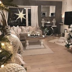 What Everybody Dislikes About Gray Living Room Paint Colors Sherwin Williams Accent Walls And Why 43 Room Paint Colors, Paint Colors For Living Room, Living Room Grey, Living Room Decor, Best Interior, Interior Design, Feng Shui, Living Room Designs, Interior Painting
