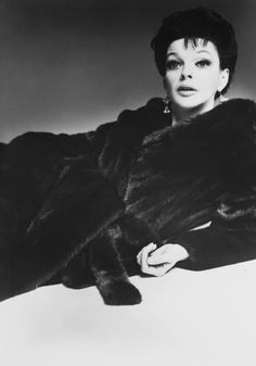 """Judy Garland in one of the Blackglama """"What Becomes a Legend Most?"""" advertisements, photographed by Richard Avedon, 1968."""