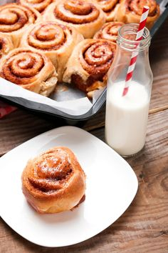 Connamon Rolls, Glass Of Milk, Waffles, Cinnamon, Sweet Tooth, Cooking Recipes, Bread, Breakfast, Cake