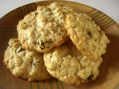 The Cutting Edge of Ordinary: Chewy Oatmeal Raisin Cookies