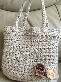 Crochet Handbags Crochet Bags Market Bag Knitted Bags Woven Fabric Straw Bag Purses And Bags Coin Purse Crochet Tote Mode Crochet, Knit Crochet, Crochet Bags, Handmade Handbags, Handmade Bags, Crochet Handles, Crochet Clutch, Macrame Bag, Market Bag