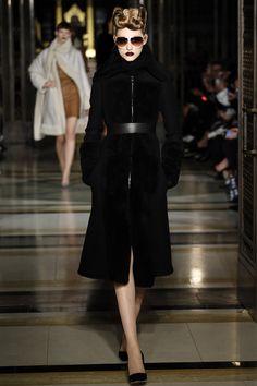 Gareth Pugh Fall 2016 Ready-to-Wear #fashion #runway #couture