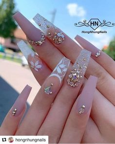 In search for some nail designs and ideas for your nails? Here's our set of must-try coffin acrylic nails for trendy women. Glam Nails, Bling Nails, Cute Nails, Pretty Nails, Beauty Nails, Smart Nails, Classy Nails, Diy Nails, Nail Swag