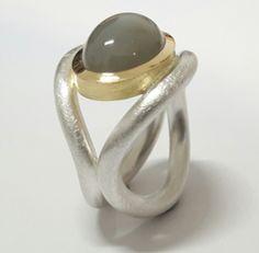 Ring aus Silber und Gold mit Mondstein