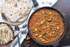 Cizrnové kari se zeleninou Chapati, Chana Masala, Quinoa, Ham, Chili, Vegan Recipes, Curry, Food And Drink, Soup