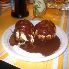 Profiteroles de chocolate