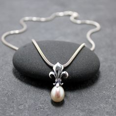 FLEUR DE LIS Pearl Necklace, Lily. $94.50, via Etsy. I WANT!