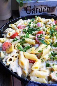 Ezt Neked is ki kell próbálni, ha szereted a sajtos tésztát! Meat Recipes, Pasta Recipes, Healthy Recipes, Penne, College Cooking, Tasty, Yummy Food, Pasta Salad, Macaroni And Cheese