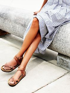 Yara Birkenstock - Elegant sandal with an adjustable ankle strap and toe loop. Features the Birkenstock classic footbed and shock-absorbing EVA sole. Flirty, fashionable, and fun. Looks Style, Style Me, Outfit Chic, Mode Boho, Inspiration Mode, Decor Inspiration, Mode Outfits, Fashion Outfits, Mode Style