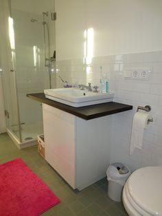 #Waschtisch in weiß Hochglanz mit #Räuchereichenplatte