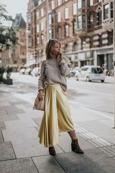 It has come to an end: the Great Month of exciting travels and adventures is no more. The journey started off in Puglia, Italy, went [. Street Fashion Show, Street Style, Spring Fashion, Winter Fashion, White Midi Skirt, Topshop, Expensive Clothes, Nyc, Satin Skirt