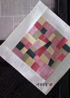 편안함이 주는 자유로움을 꿈꾸며 그런 사람들과 그런 곳에서 그런 일을 하며 오래도록 함께 할 수 있기를 바랍니다. www.woorikyubang.co.kr Stained Glass Designs, Korean Art, Hand Stitching, Patches, Textiles, Tapestry, Shapes, Traditional, Quilts