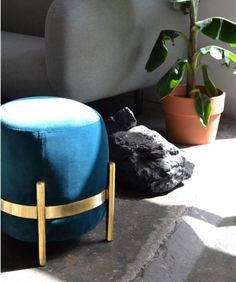Pouf bleu canard : les plus beaux modèles Pouf Bleu, Deco Boheme, Ottoman, Tote Bag, Bags, Decor, Square Ottoman, Round Ottoman, Blue Velvet
