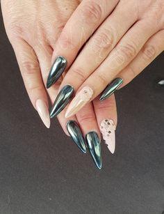 #newnails #nailart #acrylic #acrylicnails #akrylnegle #chromenails #glitternails #naillove  #blacknails #nailswag #nailaholic #gelnails #coulornails #stilettonails #whitechrome @jet_set_beauty_nails