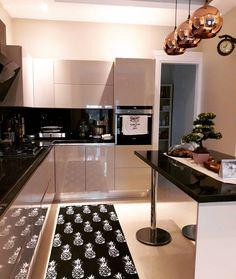 Interior Design Kitchen, Kitchen Cabinets, House Design, Room, Home Decor, Closet, Kitchen, Shells, Houses