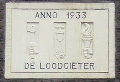 Amsterdam    Google Image Result for http://www.gevelstenen.net/kerninventarisatie/images/Adam/L/lange%2520leidsedwarsstraat%2520129%3D131%2520loodgieter.jpg